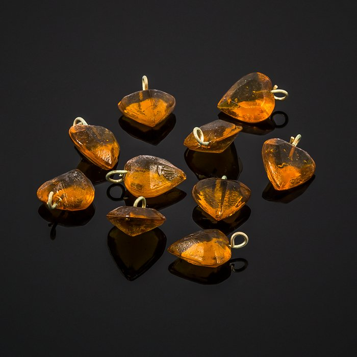 A92//6 Transparent Heart Amber Glass Charm Pendants 12mm Pack of 10